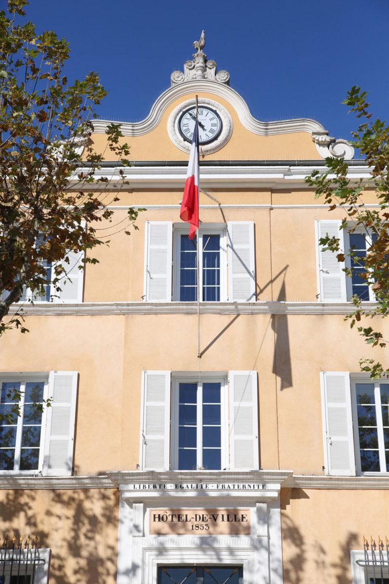 Fenêtres hôtel de ville de Cogolin